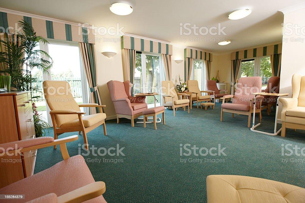 sala de estar de la residencia de ancianos stock foto e