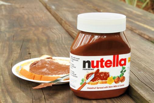 Nutella Hazelnut And Cocoa Spread Stockfoto en meer beelden van Brood