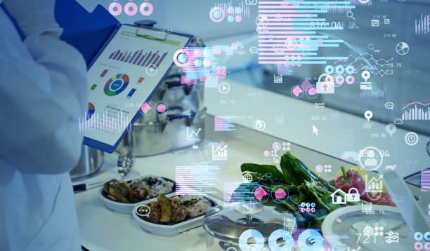 het wetenschapsconcept van de voeding. data-analyse van voedingsmiddelen. - food science stockfoto's en -beelden