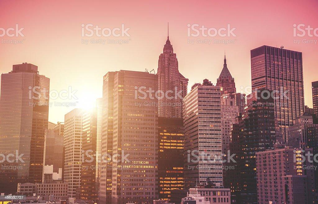 Nyc skyline with tall skyscraper - Royaltyfri Amerikansk kultur Bildbanksbilder