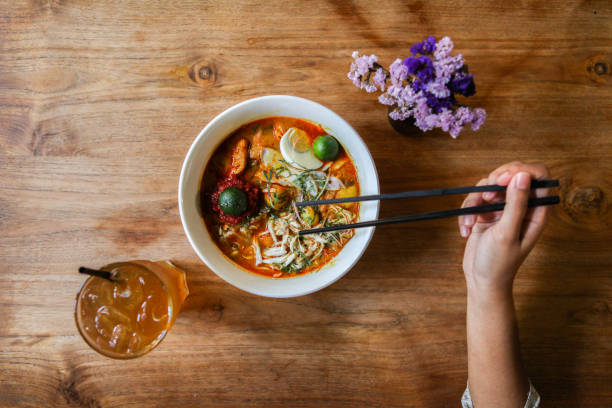 nyonya curry laksa - malakka staat stockfoto's en -beelden