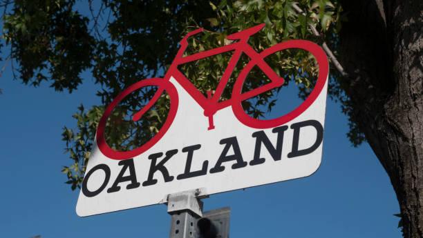 signo de oakland california - oakland fotografías e imágenes de stock