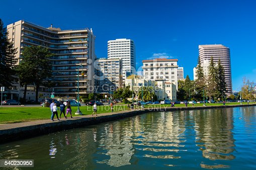 istock Oakland Downtown Skyline and Waterfront with People Exercising 540230950