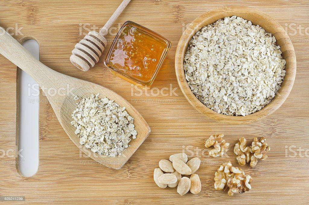 Miel y galletas de avena con frutas secas - foto de stock