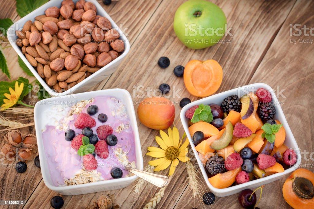 Haferflocken Mit Obst Und Joghurt Stockfoto Und Mehr Bilder Von