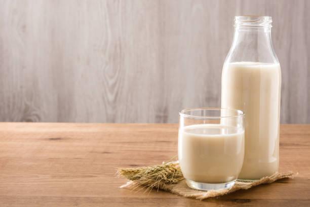 瓶中的燕麥奶 - 牛奶 個照片及圖片檔