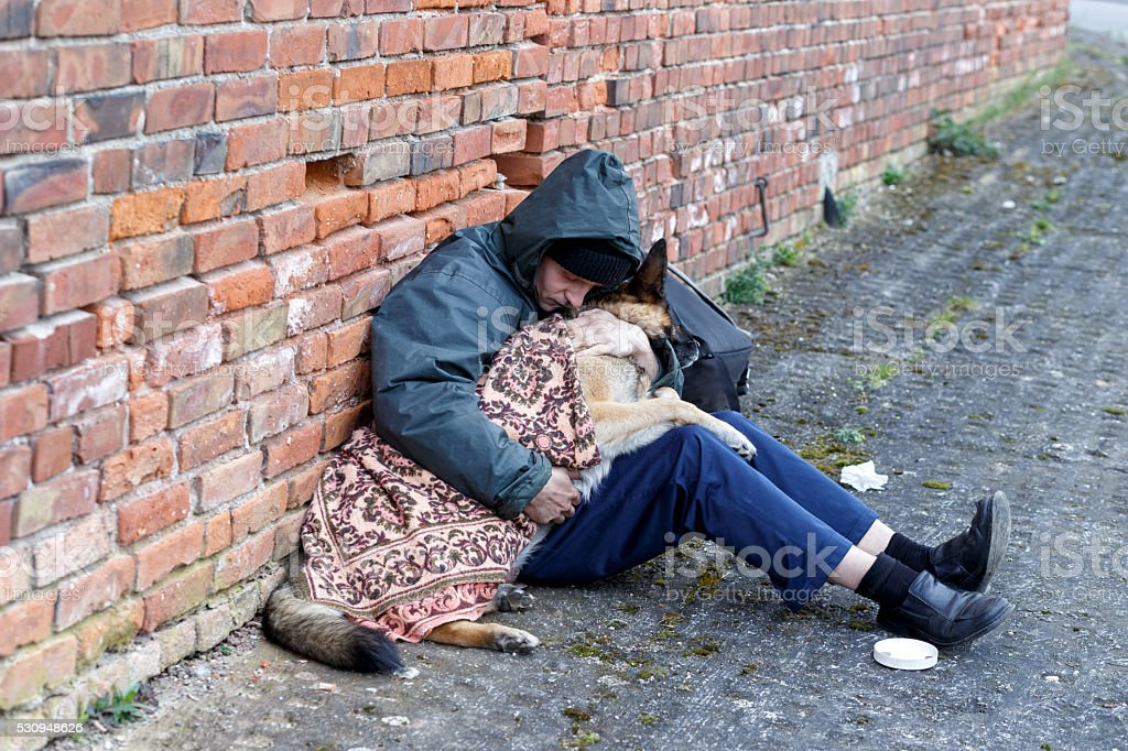 Obdachloser Mann Mit seit dog and partridge public house – Foto