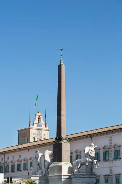 obelisco del quirinale - quirinale foto e immagini stock
