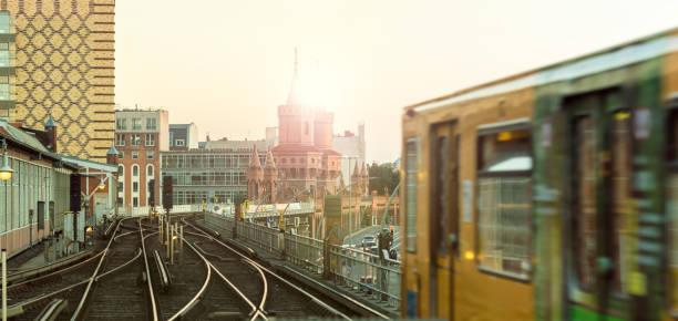 oberhof bobsleigh track in berlin - oberbaumbrücke stock-fotos und bilder