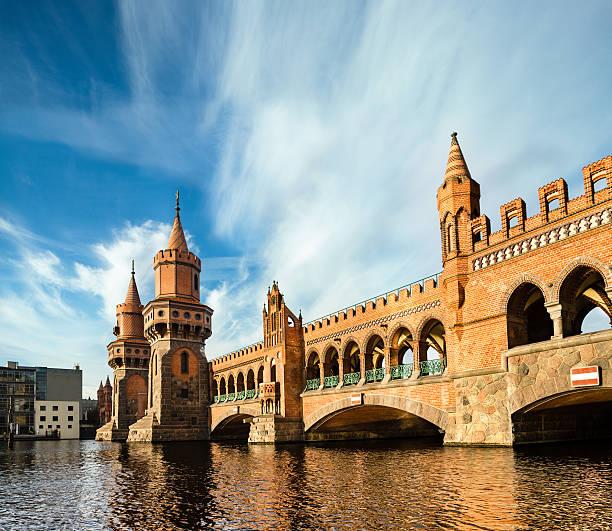oberbaumbridge in berlin - oberbaumbrücke stock-fotos und bilder