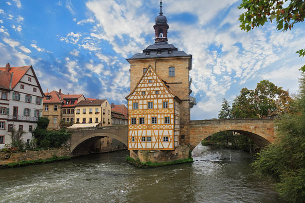 obere bridge (brucke) and altes rathaus and cloudy sky - brücke museum berlin stock-fotos und bilder