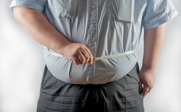 Obese man measuring his waist - foto de stock