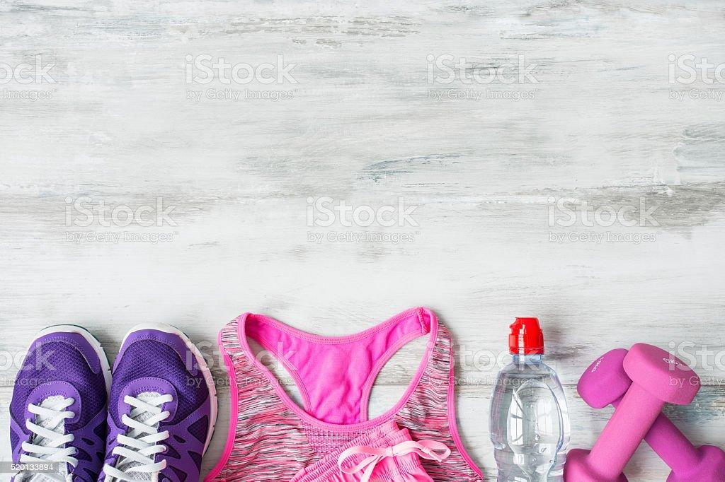 Oggetti per allenamento sul pavimento di legno - foto stock
