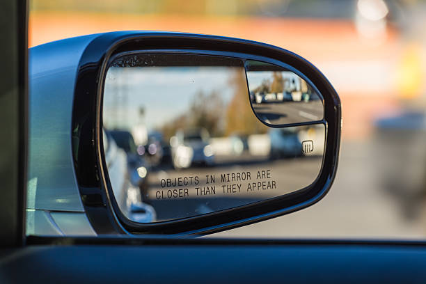 objects in mirror are closer than they appear on car - convexe photos et images de collection