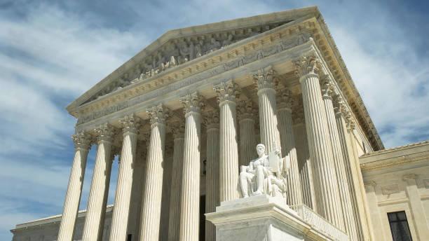washington d.c. ' de abd yüksek mahkemesinin eğik çekimi - abd yüksek mahkemesi binası stok fotoğraflar ve resimler