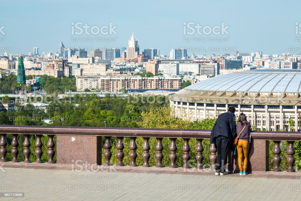 observation deck on Vorobyovy Gor - Foto stock royalty-free di Ambientazione esterna