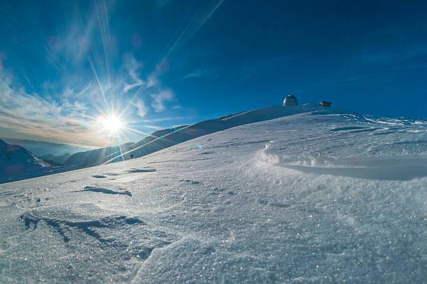 observatorium auf schnee - hohe warte stock-fotos und bilder