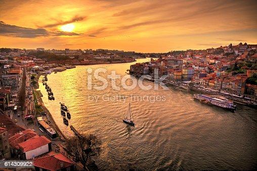 Puesta de sol en Oporto sobre el Rio Duero