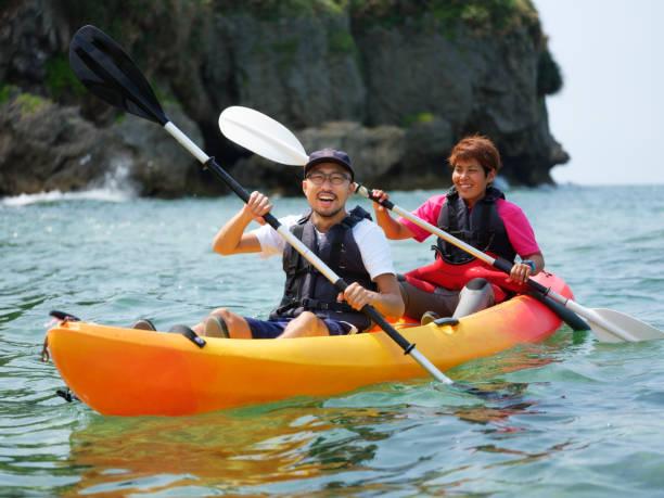 沖縄でカヤック海 - カヤッキング ストックフォトと画像