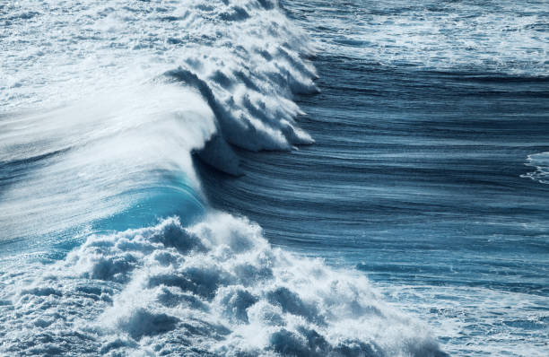 ocean storm - roll tide stock-fotos und bilder