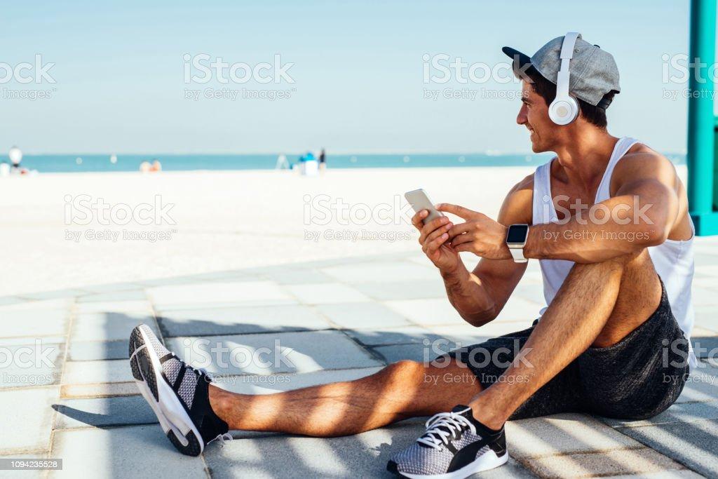 Blick auf das Meer auf seine frühen Morgen joggen – Foto