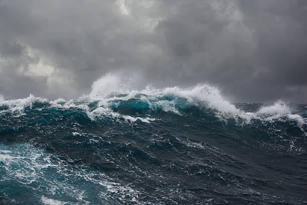 onda do mar durante a tempestade - alto descrição geral - fotografias e filmes do acervo