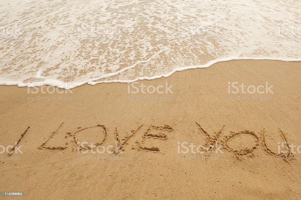 Eu Te Amo Escrito Na Areia Imagens De Stock Royalty Free: Foto De Onda Do Mar De Lavar Eu Te Amo Escrito Na Areia E