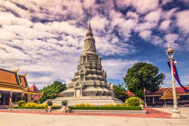 9. Oktober 2014: Silber-Pagode am königlichen Palast von Phnom Penh, Kambodscha – Foto