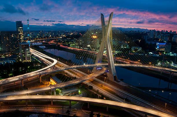 octávio as férias de oliveira ponte à noite em são paulo, brasil - sao paulo - fotografias e filmes do acervo