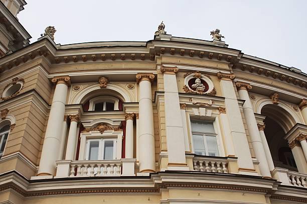 odessa oper gebäude führen zu einer fragmentierung - schmidt theater stock-fotos und bilder