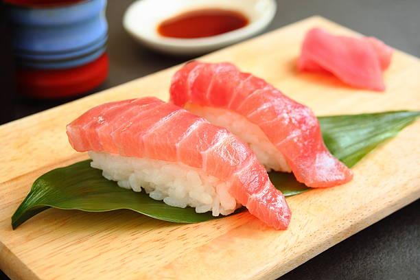 寿司のマグロ - 寿司 ストックフォトと画像