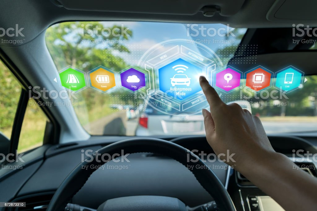 HUD (Head up Display) av fordonet koncept. bildbanksfoto