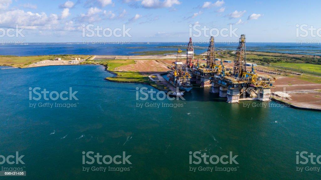 Off Shore Oil Drilling Rig wird dekonstruiert auf Insel auf der Gulf of Texas Lizenzfreies stock-foto