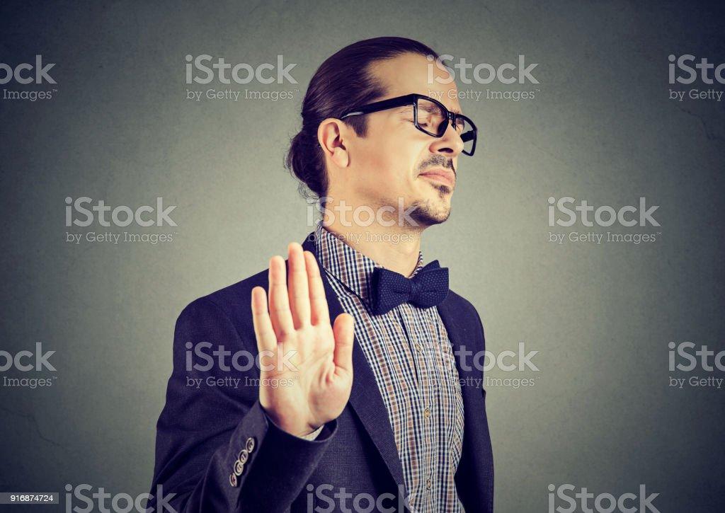 Beleidigt Mann stoppen Geste – Foto