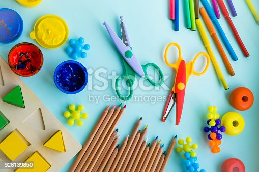 926151996istockphoto Office and student accessories on a pink. Back to school concept. School, education and learning concept. creativity for kids. Top view colorful background. Flat lay. 926139850