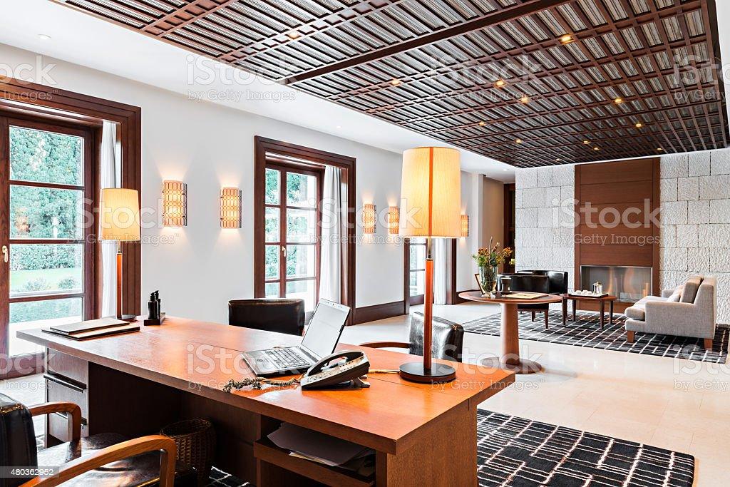 Ufficio Di Lusso : Ufficio e in attesa camera in un hotel di lusso fotografie stock