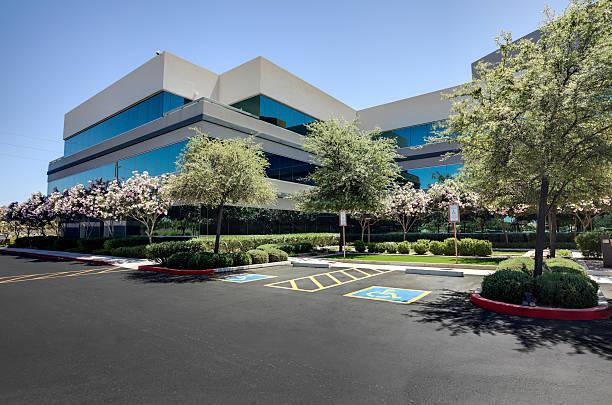 office building - industriegebied stockfoto's en -beelden