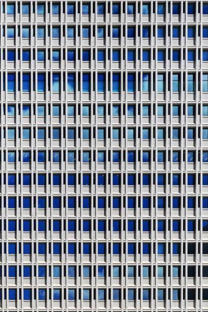 bürogebäude. stahl rahmen und glas windows-architektur. wiederholen sie rechteck muster wand fassade außen coporate gebäude in tokio. - fassadenschnitt stock-fotos und bilder