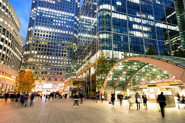 office buildings at dusk, canary wharf, london's financial district, england - canary wharf stock-fotos und bilder