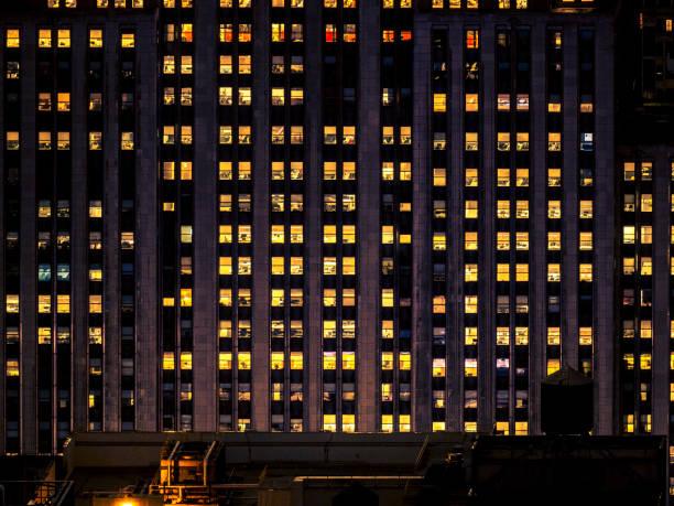 Bürogebäude bei Nacht – Foto