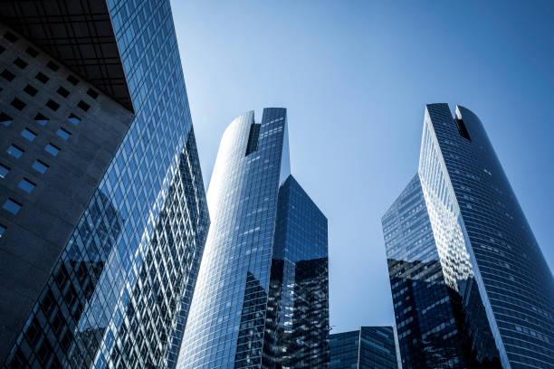 Bürogebäude im Geschäftsviertel la Défense, Paris, Frankreich – Foto