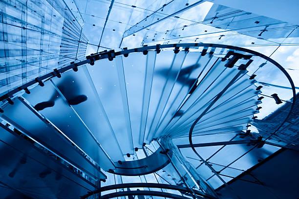 Bürogebäude mit Glas-Treppe in manhattan – Foto