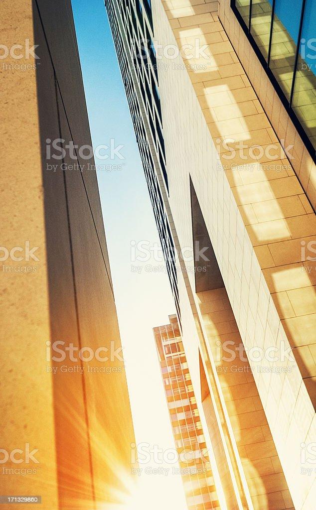 Bürogebäude mit Sonne scheint – Foto