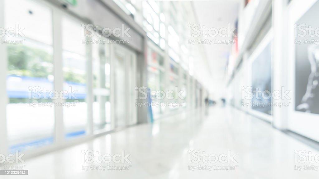 buro geschaftshaus unscharfe hintergrund der weissen leeren raum im inneren lobby halle innen medizinische