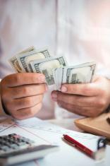 Ilustrasi, uang bukan fokus utama dalam bisnis