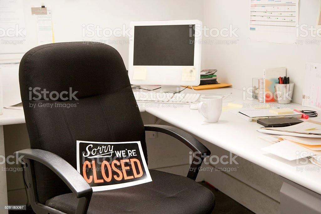 Ufficio Scrivania In Inglese : Sedia da scrivania ufficio con closedsegnale inglese fotografie