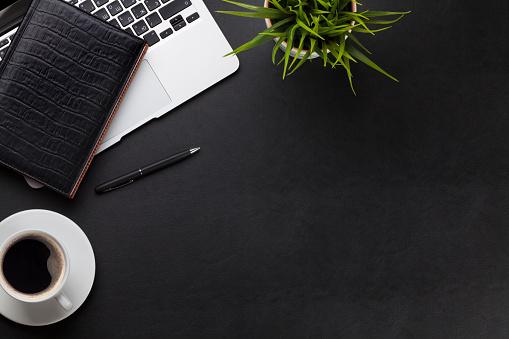 デスクの写真|KEN'S BUSINESS|ケンズビジネス|職場問題の解決サイト中間管理職・サラリーマン・上司と部下の「悩み」を解決する情報サイト
