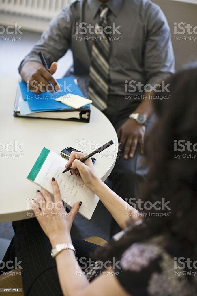 Environnement de bureau dans un grand bureau photo libre de droits