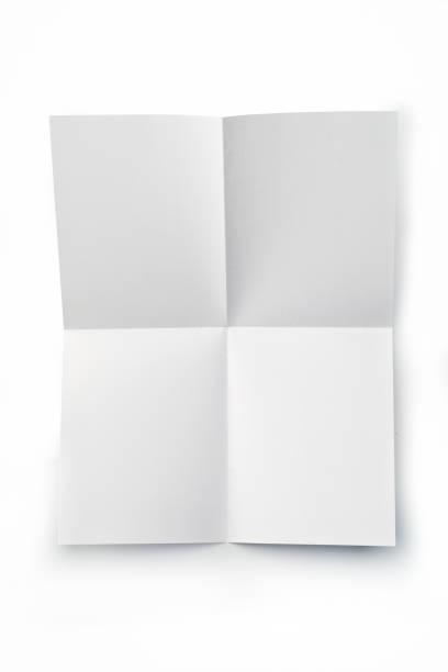 büro: leeres blatt papier gefaltet, auf weißem hintergrund - faltpapier stock-fotos und bilder