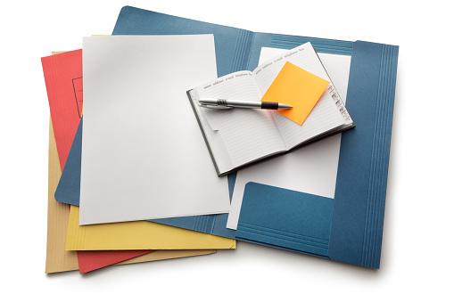 Photo libre de droit de Bureau Dossiers Ordinateur Portable Et Stylo banque d'images et plus d'images libres de droit de 2015